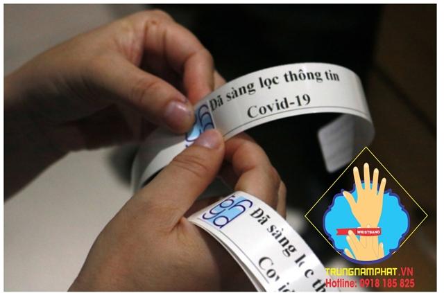 vòng tay giấy phân biệt người bệnh