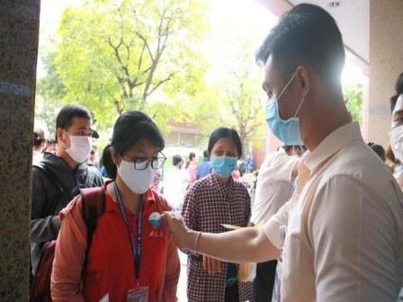 Dán nhãn sàng lọc COVID-19 cho người vào bệnh viện
