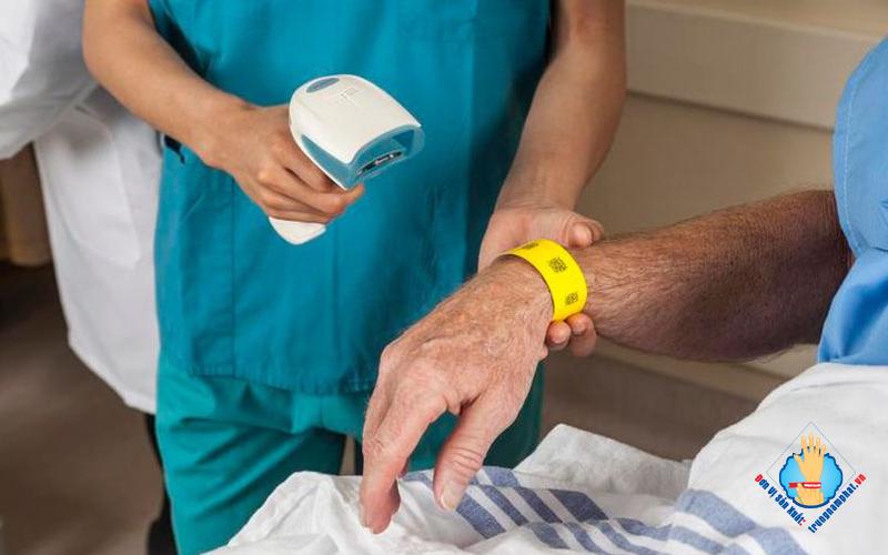 In vòng tay giấy dùng một lần bệnh viện