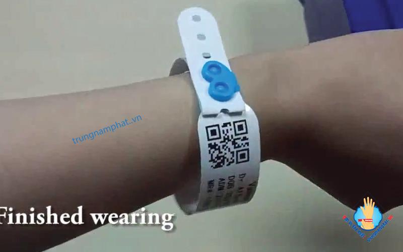 Vòng tay y tế mã vạch QR code