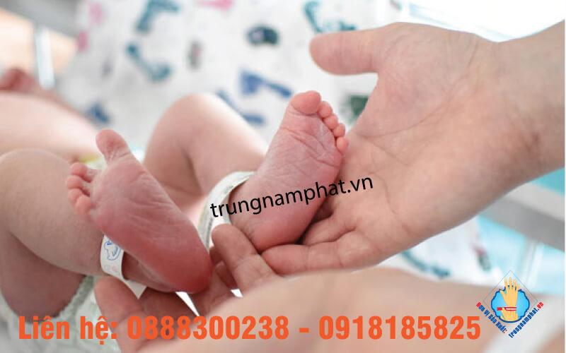 Sử dụng vòng tay nhựa bệnh viện